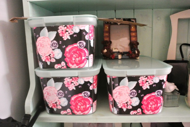 These floral boxes from Target hold cards, tissue paper and ribbons.  The photo frame is the ugly free gift we got from my brother and his wife last Christmas: it's our new tradition!  I have to put  picture in there...