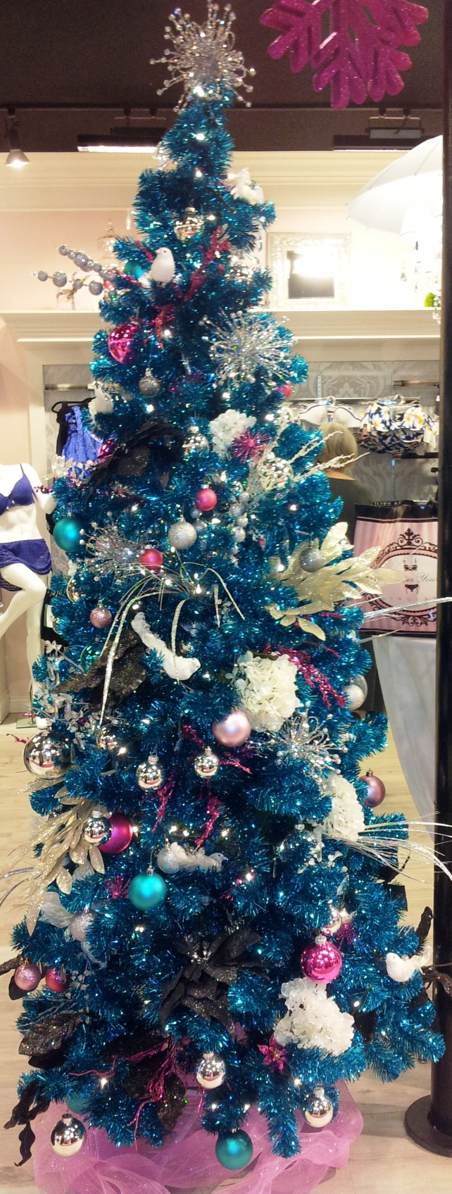 A blue tree: my new Christmas style inspiration.